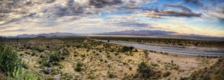 高速公路向维加斯 免版税库存照片