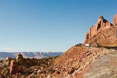 高速公路和一个峭壁 图库摄影