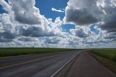 高速公路和云彩 库存照片