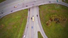 高速公路和天桥空中英尺长度与汽车和卡车 股票录像