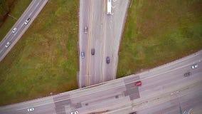 高速公路和天桥空中英尺长度与汽车和卡车 影视素材