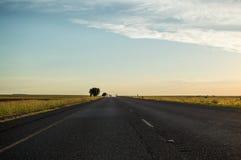 高速公路和草甸,自由州,南非 免版税图库摄影
