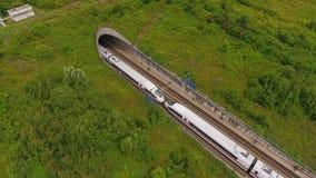 高速公路和铁轨-鸟瞰图,寄生虫英尺长度 股票录像