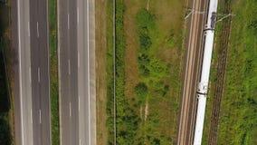 高速公路和铁轨-鸟瞰图,寄生虫英尺长度 影视素材