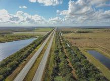 高速公路在农村佛罗里达 库存照片
