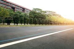 高速公路在城市 免版税库存图片