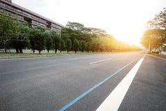 高速公路在城市 库存图片