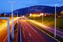 高速公路在夜 免版税库存照片