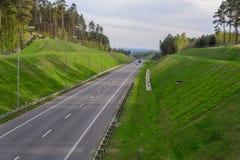 高速公路在峡谷 库存照片