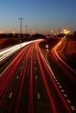 高速公路在晚上 免版税库存图片