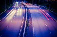 高速公路在晚上 免版税图库摄影