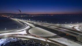 高速公路在桥梁的公路交通 免版税库存图片
