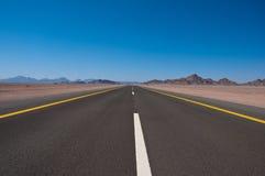 高速公路在沙特阿拉伯 图库摄影