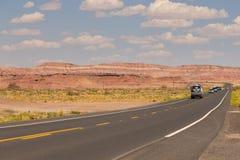 高速公路在纪念碑谷、犹他和亚利桑那 免版税库存图片