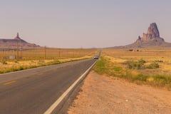 高速公路在纪念碑谷、犹他和亚利桑那 免版税库存照片
