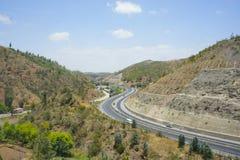 高速公路在蓝天下 库存图片