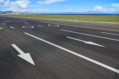 高速公路在西藏 库存图片