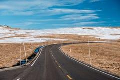 高速公路在高山寒带草原 洛矶山国家公园在科罗拉多 免版税库存图片