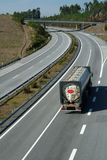 高速公路大连续卡车 免版税库存照片