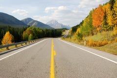 高速公路山绕 免版税库存图片