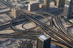 高速公路的射击在街市迪拜阿拉伯联合酋长国 免版税图库摄影