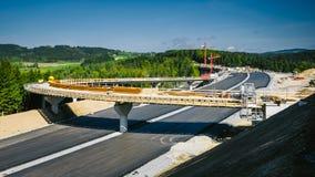 高速公路的建筑 免版税库存图片