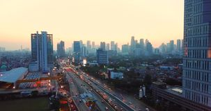 高速公路空中风景与雅加达地平线的 股票录像