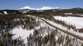 高速公路穿过小瀑布山中央俄勒冈 库存图片