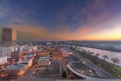 高速公路舷梯向日出的街市波特兰 免版税库存图片