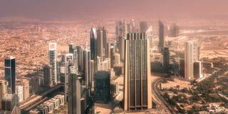 高速公路街市Burj的迪拜路交叉点 库存照片
