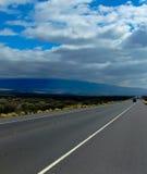 高速公路通过夏威夷熔岩荒野2 免版税库存图片