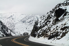 高速公路通过山口 库存图片