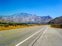 高速公路190横渡的Panamint谷在死亡谷国家公园,加利福尼亚,美国 库存图片