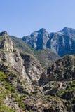 高速公路180,国王峡谷国家公园,加利福尼亚,美国 免版税库存照片