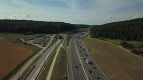 高速公路A8鸟瞰图在德国的兹瓦本地方阿尔卑斯的 影视素材