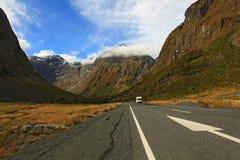 高速公路milford新的合理的西兰 免版税库存照片