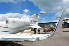 高速和高效燃料的投炸弹者Learjet 60XR行政喷气机被陈列在新加坡Airshow 2012年 库存图片