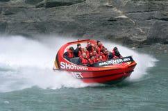 高速喷气机小船乘驾-昆斯敦NZ 免版税库存图片