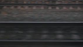 高速移动铁轨接近的看法  照相机沿铁路移动 股票录像