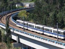 高速运输火车在埃德蒙顿亚伯大 免版税库存照片