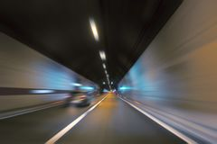 高速驾车在隧道 免版税库存照片