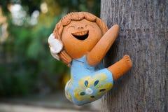 兴高采烈的女孩玩偶 免版税库存图片