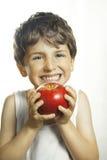 兴高采烈的男孩用红色苹果 库存照片