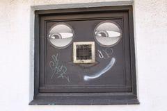 兴高采烈的面孔街道画 免版税库存照片