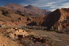 高阿特拉斯山脉的传统巴巴里人村庄 库存图片