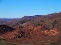 高阿特拉斯山脉范围风景在从地点看见的摩洛哥在提齐乌祖省n Tichka通行证附近 免版税库存图片