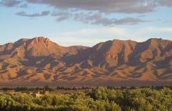 高阿特拉斯山脉视图在日落光的摩洛哥 库存照片