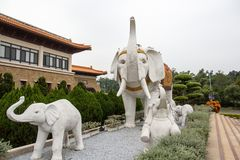 高雄,台湾- 12月1,2017 :大而无用的东西雕象在佛光山菩萨博物馆 库存图片