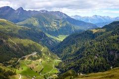 高高山路在奥地利 免版税库存图片