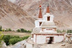 高Shanti Stupa在Chemdey佛教徒修道院、拉达克、查谟&克什米尔,印度里 图库摄影